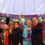 Peer Steinbrück und seine sechs Schattenminsterinnen