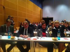 Foto:Niels Annen Frank Richter und Dorothee Stapelfeldt sitzen neben mir  in der ersten Reihe